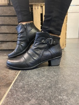 Earth Spirit black leather boot